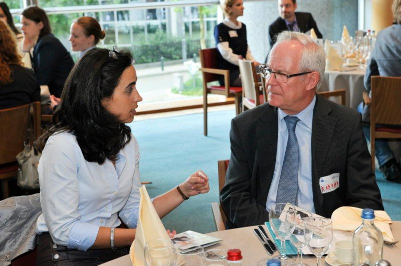 discussion-time-at-the-brussels-parliment-lunch-for-entrepreneurial-women