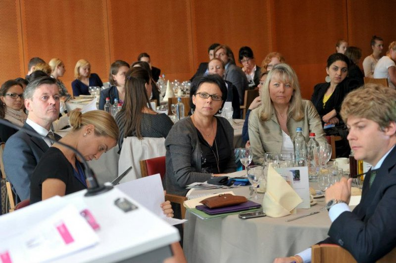 guests-at-the-lunch-discussion-for-female-entrepreneurship-for-european-dsa-in-brussels-parliment