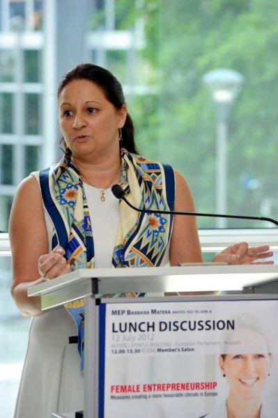 madi-sharma-guest-speaker-at-the-seldia-european-direct-selling-association-female-entrepreurship-lunch
